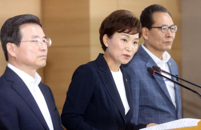 Land, Infrastructure and Transport Minister Kim Hyun-mee (center) speaks during a press conference at the government office building in Seoul on Wednesday, on ways to stabilize the overheated real estate market. (Yonhap)
