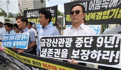 Japan says North Korea poses 'new level of threat'