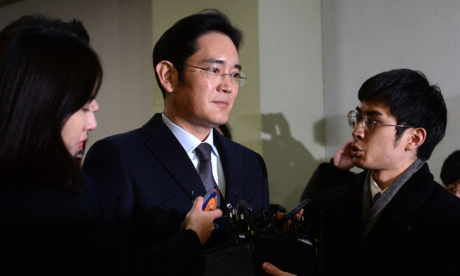 Samsung scion Lee fights back tears as prosecutors seek 12 years' jail