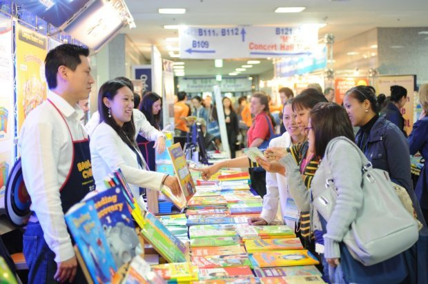 Conference delegates look at teaching materials at a previous KOTESOL International Conference (Dylan Michael Goldby)