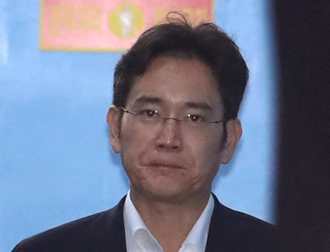Prosecutors Seek 12-Year Jail Term for Samsung Chief