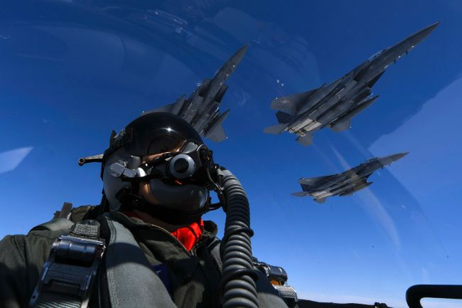 This handout photo taken and released by the US Air Force on July 30, 2017 shows a US Air Force pilot join up with Republic of Korea air force F-15s during a 10-hour mission from Andersen Air Force Base, Guam, into Japanese airspace and over the Korean Peninsula. (AFP-Yonhap)