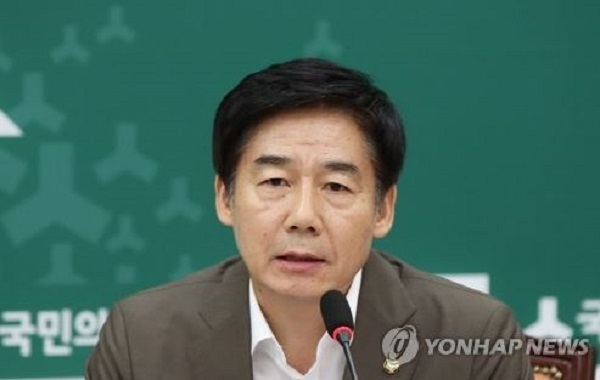 This photo, taken on Aug. 8, 2017, shows Lee Yong-ho, policy chief of the minor opposition People`s Party, speaking during a party meeting at the National Assembly in Seoul. (Yonhap)