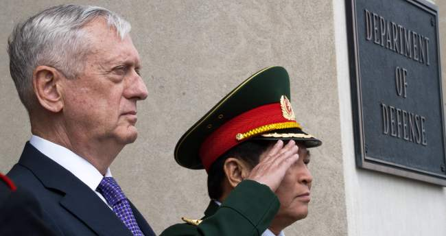US Defense Secretary Jim Mattis (left) poses with Vietnamese Minister of National Defense Ngo Xuan Lich on Wednesday in Washington. (AFP-Yonhap)