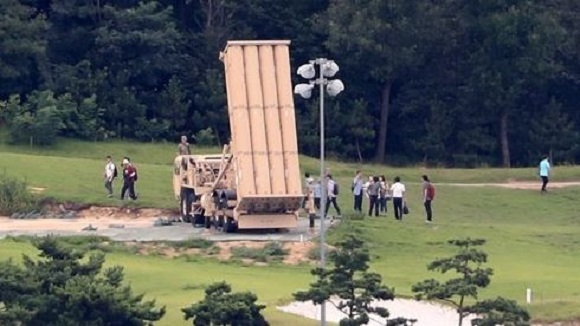 Officials from the defense and environment ministries measure electromagnetic radiation and noise from the site of the THAAD deployment in Seongju, some 300 kilometers south of Seoul, on Aug. 12, 2017, as part of the environmental survey on the controversial US missile defense system. (Yonhap)