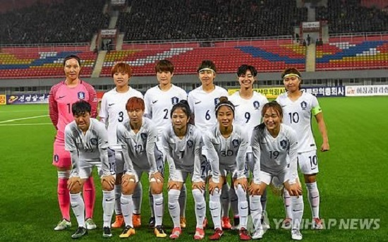 In this photo taken by the Joint Press Corps on April 5, 2017, South Korean women`s national football team players pose for a photo ahead of their Asian Football Confederation Women`s Asian Cup qualifying match against India at Kim Il-sung Stadium in Pyongyang. (Yonhap)