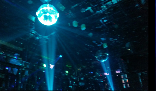 Inside of a Seoul night club (Yoon Min-sik/The Korea Herald)