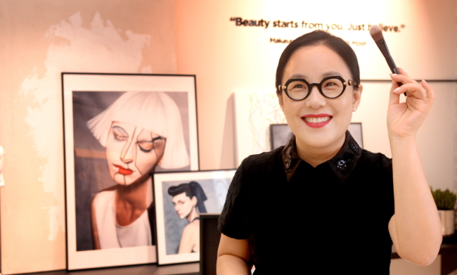 Makeup artist Jung Saem-mool poses for a photo at Plops, the flagship store of her cosmetics brand in Sinsa-dong, Seoul on July 12. (Park Hyun-koo/The Korea Herald)