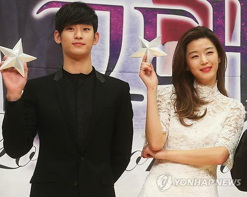 South Korean actor Kim Soo-hyun (left) and actress Jun Ji-hyun of