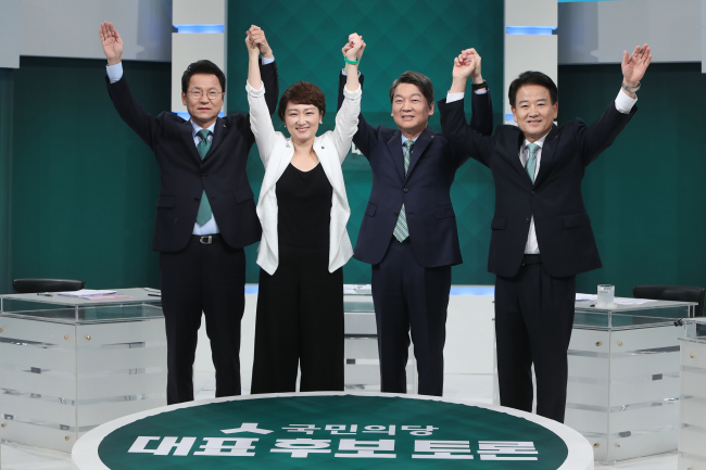 From left are Reps. Chun Jung-bae, Lee Un-ju, Ahn Cheol-soo and Chung Dong-young from minor opposition People's Party. (Yonhap)