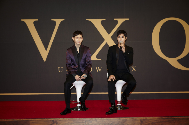 Max Changmin (left) and U-Know Yunho of TVXQ pose before a press conference in Seoul on Monday. (S.M. Entertainment)