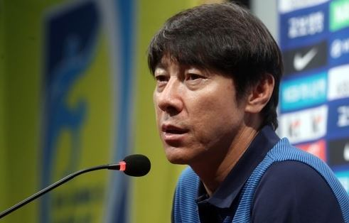 South Korea`s national football team head coach Shin Tae-yong speaks at a press conference at the National Football Center in Paju, north of Seoul, on Aug. 21, 2017. (Yonhap)
