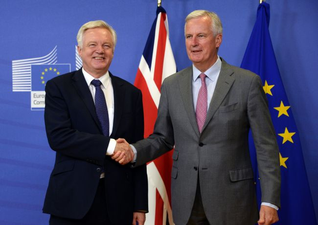 British Secretary of State for Exiting the European Union (Brexit Minister) David Davis (left) shakes hands with European Union Chief Negotiator in charge of Brexit negotiations with Britain Michel Barnier prior to their meeting at the European Union Commission headquarter in Brussels, July 17, 2017. (AFP PHOTO / THIERRY CHARLIER)