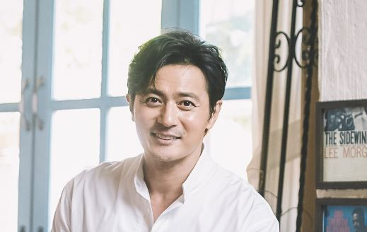 Jang Dong-gun poses for a photo before an interview in Palpan-dong, Seoul, on Aug. 17. (Hohoho Beach)