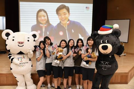 In this photo provided by the 2018 PyeongChang Winter Olympics organizing committee on Aug. 22, 2017, US ice dancers Maia and Alex Shibutani (in the screen) speak to students at Jinbu Middle School in PyeongChang, Gangwon Province, about a youth mentorship program launched by PyeongChang and the United States Olympic Committee. (Yonhap)