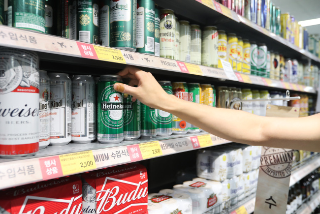 A consumer shops for imported beer at a discount retailer in Seoul on Tuesday. (Yonhap)