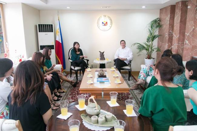 Jasmine Lee (center left), president of Filkoha, meets Raul S. Hernandez (center right), the Philippines ambassador to South Korea, along with Filkoha officials and members during a courtesy call at the Embassy of the Philippines in Seoul on July 9. (Karl Garcia Photography)