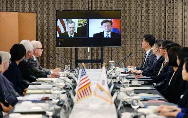 S.Korea, US begin talks over reviewing trade deal