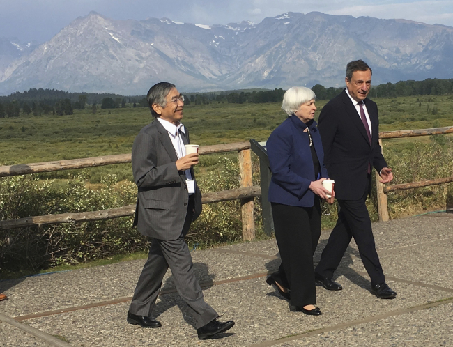 Federal Reserve Chair Janet Yellen, talks with Mario Draghi, head of the European Central Bank, and Haruhiko Kuroda, head of the Bank of Japan, during a break at the central bankers conference at Jackson Hole, Wyo., Friday, Aug. 25, 2017. The conference, in its 41st year, is sponsored by the Federal Reserve Bank of Kansas City. (AP)