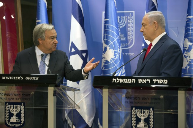 UN Secretary General Antonio Guterres (left) and Israeli Prime Minister Benjamin Netanyahu speaks at a joint press conference in Jerusalem on Monday. (EPA-Yonhap)