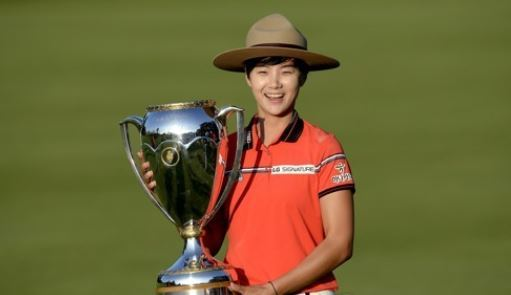 In this Associated Press photo, Park Sung-hyun of South Korea poses with the champion`s trophy after winning the Canadian Pacific Women`s Open on the LPGA Tour in Ottawa on Aug. 27, 2017. (Yonhap)