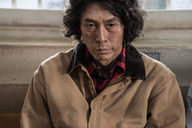"Seol Kyung-gu stars in ""Memoirs of a Murderer"" (Showbox)"