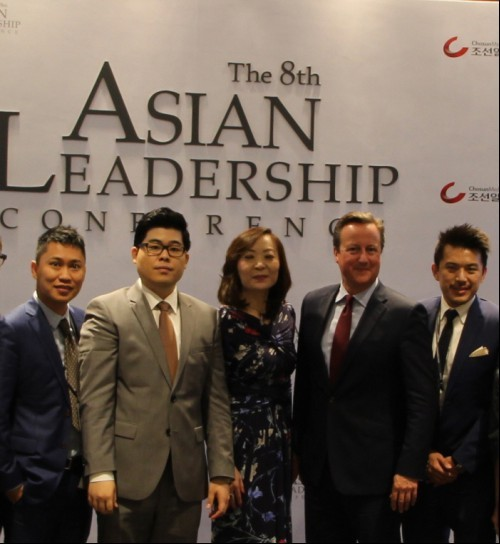 From the seoncd left Scott Jeun, President of Korea-China Young Leaders Association; Jing Ulrich, Vice Chairman of JP Morgan APAC, David Cameron, Former Prime Minister of U.K; Nelson Loh, Chairman of Dorr Group.