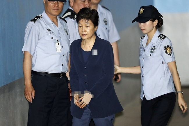 Former President Park Geun-hye, who is now in jail over corruption charges, is taken to the Seoul Central District Court on May 30, 2017. (Yonhap)