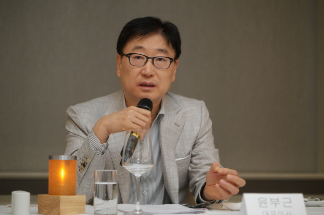 Yoon Boo-keun, president & CEO of consumer electronics business at Samsung Electronics speaks during a press conference at Westin Grand Hotel in Berlin on Thursday. (Samsung Electronics)