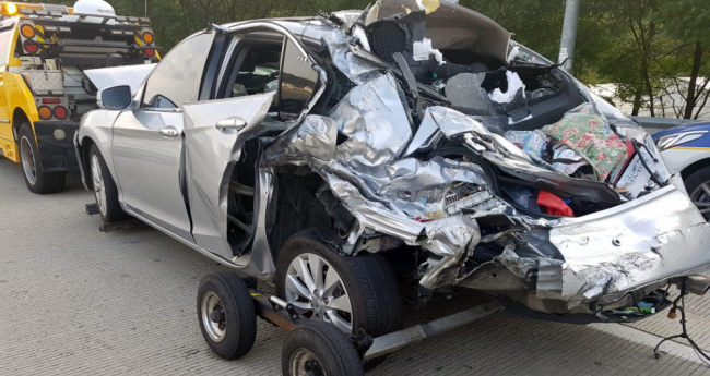 Vehicle destroyed in the Cheonan-Nonsan Expressway collision (Yonhap)