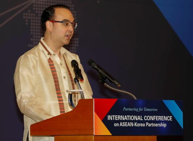 Philippine Secretary of Foreign Affairs Alan Peter S. Cayetano (ASEAN-Korea Center)
