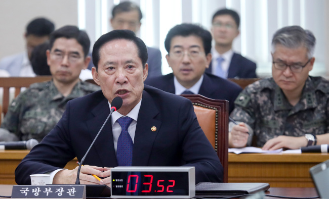 Defense Minister Song Young-moo testifies at the National Assembly. Yonhap