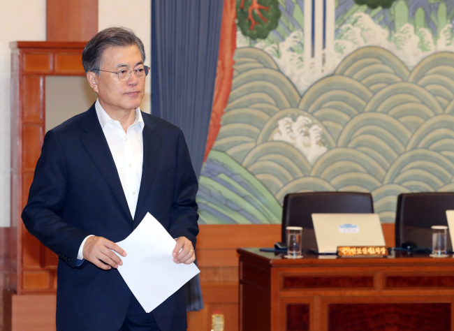 President Moon Jae-in in his office (Yonhap)