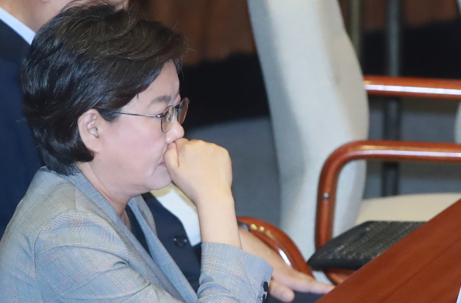 Rep. Lee Hye-hoon, the former chairwoman of minor opposition Bareun Party, participates in a regular parliamentary session at the National Assembly on Thursday. (Yonhap)