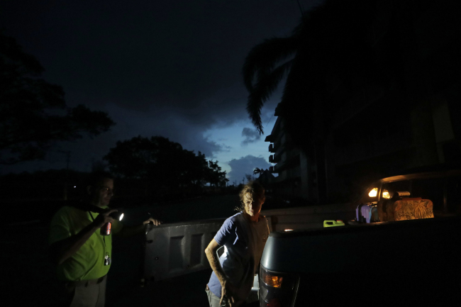 Laura and Joe Raymond pack up their truck to leave the fourth floor apartment of Joe`s mother where they rode out Hurricane Irma to return to their low lying home a mile away in Marco Island, Fla., Monday, Sept. 11, 2017. (AP)