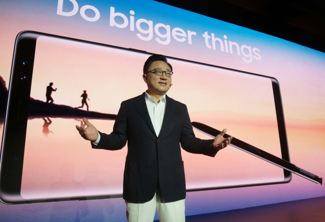Koh Dong-jin, president of the IT and mobile communications business at Samsung Electronics, introduces the Galaxy Note 8 at Samsung Town in Seocho-dong, southern Seoul, Tuesday. (Samsung Electronics)