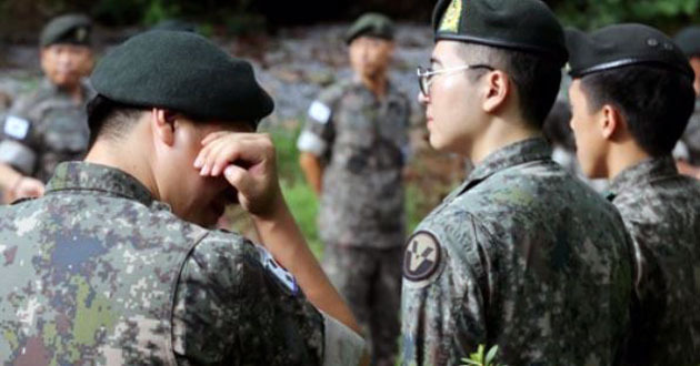 This photo, taken on Aug. 21, 2017, shows Army soldiers at a funeral for two victims in a firing accident in August involving a K-9 Thunder self-propelled howitzer. (Yonhap)