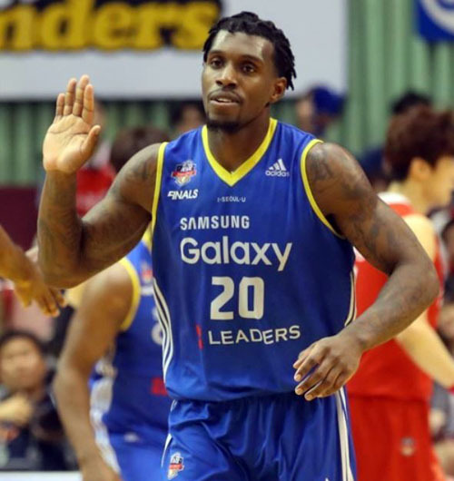 In this file photo taken on May 2, 2017, Seoul Samsung Thunders` American power forward Ricardo Ratliffe celebrates after scoring against Anyang KGC during a Korean Basketball League game at Jamsil Gymnasium in Seoul. (Yonhap)