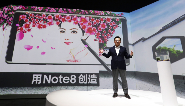 Koh Dong-Jin at the launch event for the Galaxy Note 8 in Beijing (Yonhap)