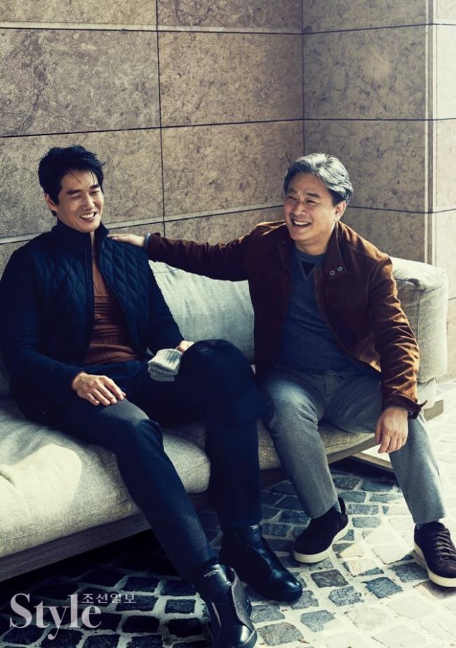 Yoo Ji-tae (left) and Park Chan-wook pose in Ermenegildo Zegna. (Namoo Actors)