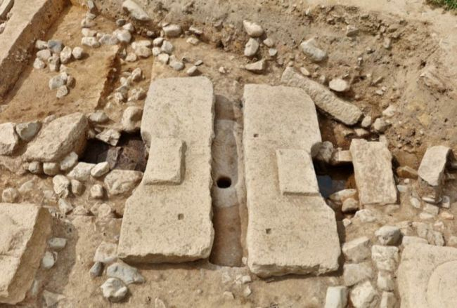 This photos shows what is presumed to be remains of a bathroom from the Silla Kingdom (57 BC to 935) in Gyeongju, North Gyeongsang Province. (Cultural Heritage Administration)