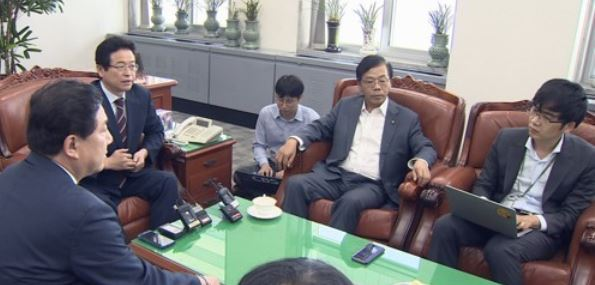 The lawmakers of the parliament`s intelligence committee give a briefing to the press at the National Assembly in Seoul in this photo provided by Yonhap News TV on Sept. 26, 2017. (Yonhap)