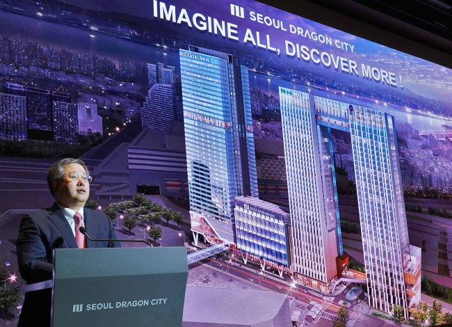 Seung Man-ho, CEO of Seobu T&D, speaks to reporters at Seoul Dragon City on Wednesday. (Seoul Dragon City)