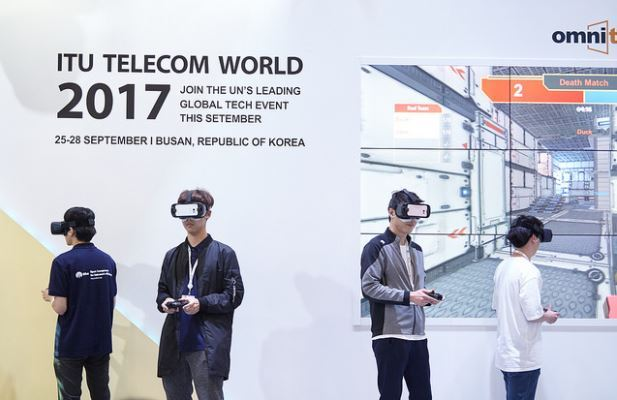 Visitors try out VR devices at the ITU Telecom World 2017 event in Busan on Thursday (ITU)
