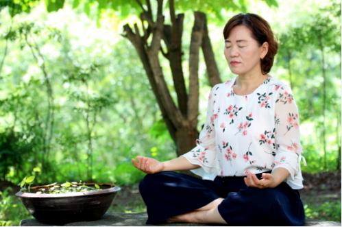 A woman meditates at well-being center Jaunsunga. (Jaunsunga)