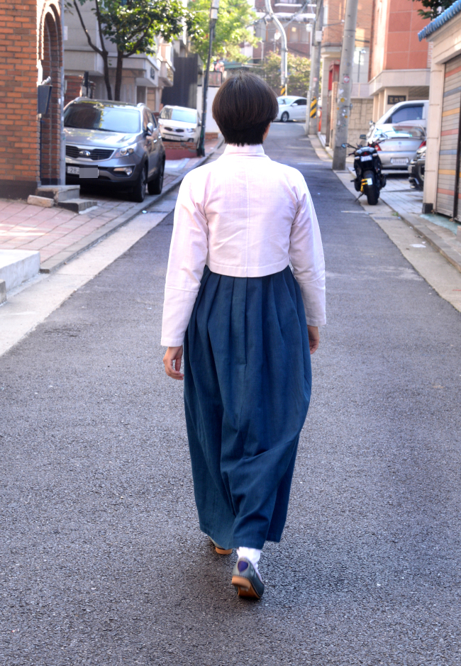 Wearing hanbok to work for a week required more confidence than anything else. (Hanbok courtesy of Damyeon)