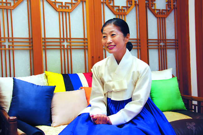 Hanbok designer Damyeon Lee Hye-soon speaks at her shop in Cheongdam-dong, Seoul, Tuesday. (Lim Jeong-yeo/The Korea Herald)