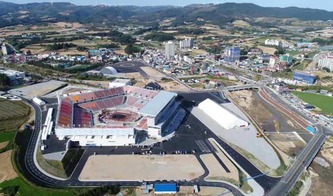 The stadium for the opening and closing ceremonies of the 2018 PyeongChang Winter Olympic Games is seen in this Sept. 29 photo. (Yonhap)
