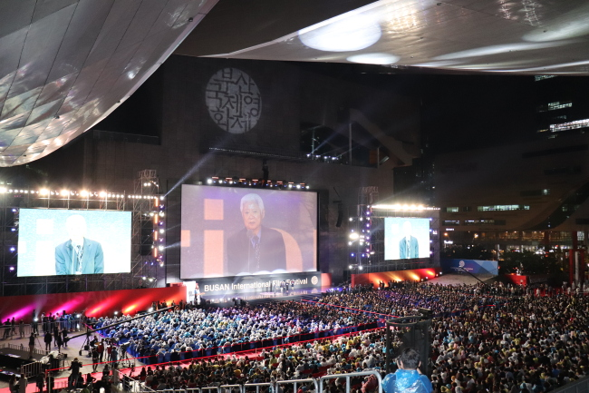 The opening ceremony of the 22nd Busan International Film Festival takes place at Busan Cinema Center on Thursday evening. (Park Ju-young/The Korea Herald)