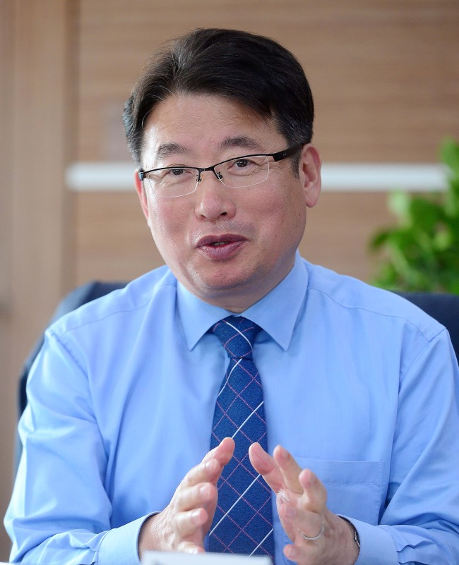 Kim Gyeong-pyo, president of Gyeonggi Provincial Institute for Lifelong Learning (Lee Sang-sub/The Korea Herald)